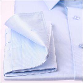 Chemise bleu clair tissu gabardine à poignets mousquetaires