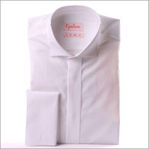 Chemise blanche de cérémonie à poignets mousquetaires, col cassé et gorge cachée