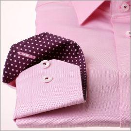 Chemise rose à col et poignets à pois roses sur fond violet