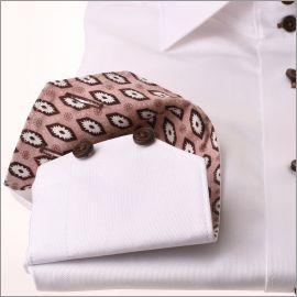 Chemise blanche à col et poignets à motifs fleuris géométriques beiges et marrons