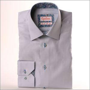 Chemise grise à col et poignets à arabesques bleues