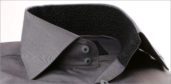 Chemise grise à col et poignets à motifs fleuris gris et noirs