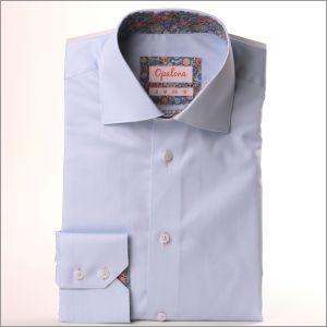 Chemise bleu ciel à col à motifs multicolores