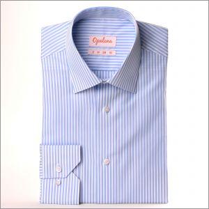 Chemise à rayures bleues et blanches