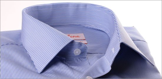 Chemise à fines rayures blanches et bleu moyen